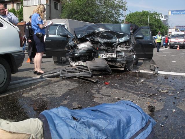 В Киеве в результате ДТП погибли водитель и пассажир (ФОТО)