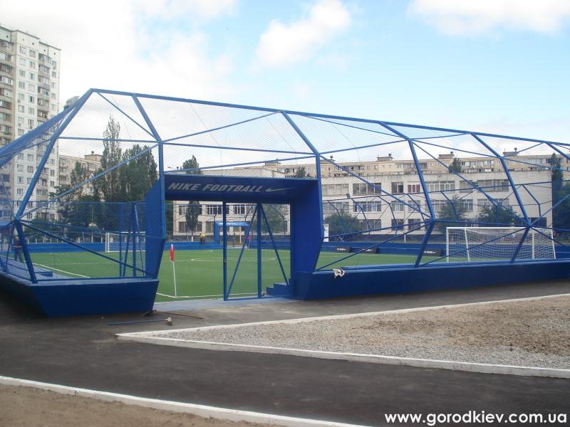 Шевченко подарил футбольное поле школе, в которой учился