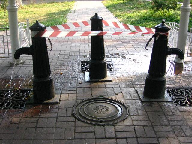 С киевлян требуют деньги за бесплатную воду