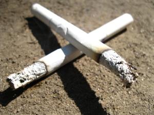 Неизвестные чуть не сожгли сигаретой бабушку и ее внуков