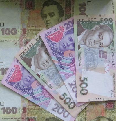 Средняя зарплата в январе составила 2722 грн