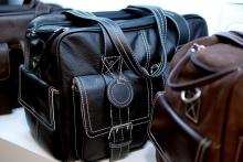 При условии, что кожаные сумки - новые.