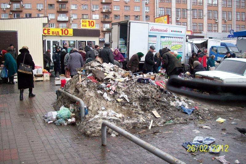 Грязный Киев: Лукьяновка утопает в бытовых отходах