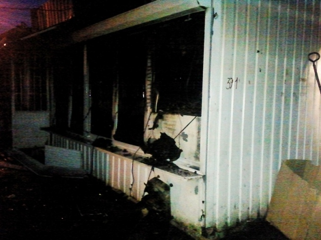 Пожар в Днепровском районе уничтожил торговые киоски