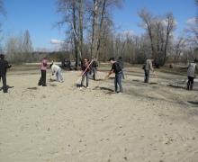 В Гидропарке расчистили от грязи два пляжа