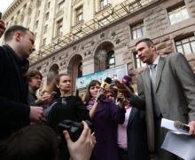 Кличко просит депутатов Киевсовета не прятаться за заборами