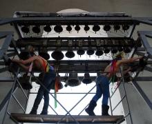 Активистки FEMEN разделись в колокольне Софии Киевской