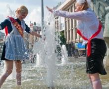 Сегодня выпускники искупаются в столичных фонтанах