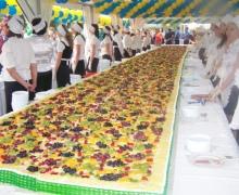 Торт для столичных выпускников попал в Книгу рекордов Украины