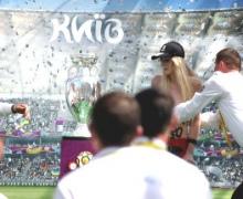 Столичная FEMENистка пыталась повредить Кубок Анри Делоне