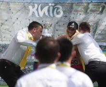 За попытку повредить Кубок УЕФА, активистку FEMEN оштрафовали на 119 грн.