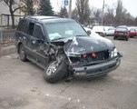"""Сотрудник автомойки на чужой машине """"демонтировал"""" торговые киоски"""