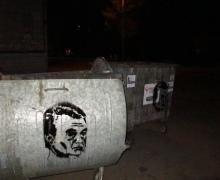 На мусорных баках Святошинского района появилось лицо, похожее на Януковича