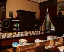 Центральную библиотеку Киева заслонили овощами