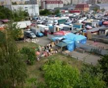 """На стихийном рынке избили сотрудницу """"Киевводоканала"""""""