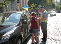 Пьяный француз сел в машину на глазах инспекторов ГАИ