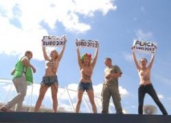 Fuck Euro 2012: активистки FEMEN разделись у стадиона