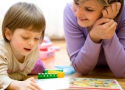 С няней для ребенка необходимо заключать письменные отношения