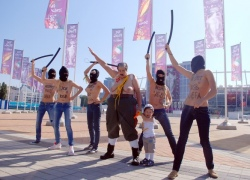 В Киеве активистки FEMEN взяли с собой на акцию маленького ребенка
