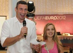 Кличко считает, что Евро-2012 многим обязано волонтерам
