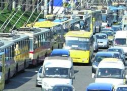В киевском транспорте водители в жару включают печку