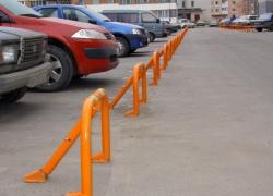 Установка складного парковочного барьера