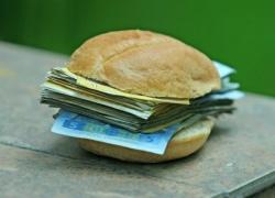 Малообеспеченным студентам будут платить социальные надбавки