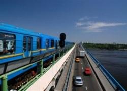 Киевская власть ограничит движение транспорта на мосту Метро