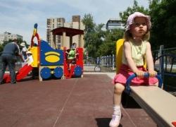 На Троещине появились новые детские площадки