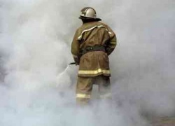 Из-за пожара на СТО были повреждены три машины на автостоянке