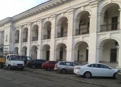 Янукович разрешил приватизировать Гостиный двор в Киеве