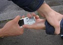 На Оболони задержан мошенник, выманивший у подростков 8 мобильных телефонов