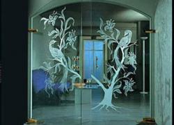 Украшение, неповторимость, удобство – предназначение стеклянных дверей и зеркал