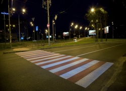 В столице появились бело-красные пешеходные переходы
