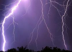 Киевляне смогут сами вызвать молнию и торнадо