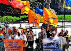 Под горсоветом пикетчики просили не делать русский язык региональным в Киеве