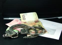 На Киевщине задержали чиновника на взятке 14 500 гривен