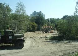 На Оболони в кустах нашли незаконное строительство