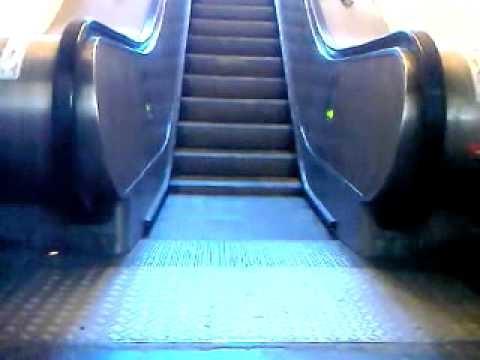 Студенты и школьники чаще всего ломают эскалаторы в метрополитене