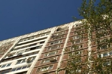На Троещине с 9 этажа упала 4-летняя девочка