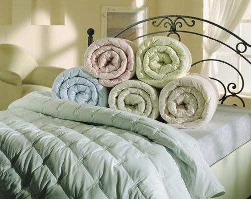 Выбор одеяла основывается на размере, наполнителе, производителе