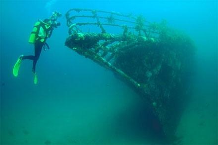 """Прокуратура просит """"Плесо"""" избавить Днепр от подводного кладбища"""