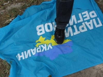 """В Киеве милиция задержала активистов, раздающих листовки против """"регионалов"""""""