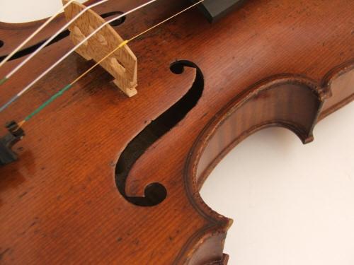 Из Киева в Германию гражданин Израиля пытался вывезти раритетную скрипку