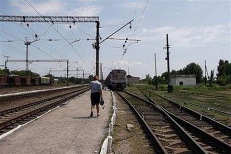 Утром в Киеве электричка сбила мужчину. Спасти его не удалось
