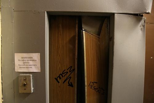 Лифты в жилых домах Киева ломаются из-за детей