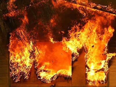 Под Киевом огонь уничтожил целый жилой дом
