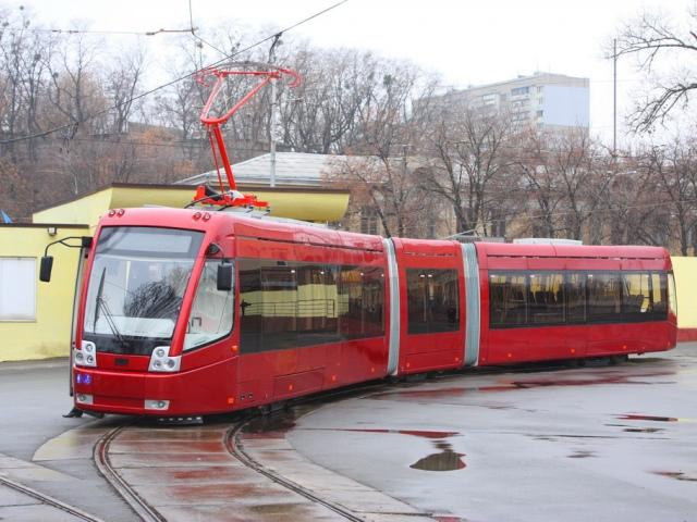 К концу октября жители Троещины смогут ездить на скоростной трамвае