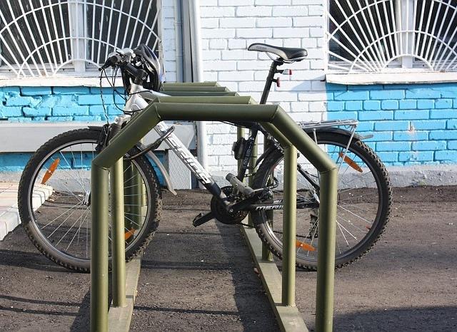 В центре Киева открылись две велопарковки