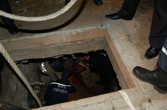 В ходе строительных работ мужчина провалился под землю
